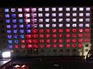 Světelná show v oknech kolejí VUT Pod Palackého vrchem (11. dubna 2013)