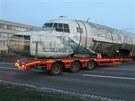 P�evoz trupu prototypu dopravn�ho letounu Ilju�in il-14fg do olomouck�ho