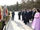 Severokorejci si připomínají narození zakladatele státu Kim Ir-sena.