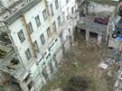 Torzo budovy v Opletalově ulici. V plánu je zbourat s nárožním domem dvorní...