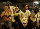 Lidé, kteří podporovali opozičního lídra Caprilese, smutní.  (15. dubna 2013)
