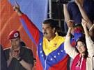 Nově zvolený venezuelský prezident Nicolás Maduro slaví se svými příznivci.