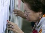 Jihoamerická Venezuela vybírá nového prezidenta. Obyvatelka Caracasu hledá své