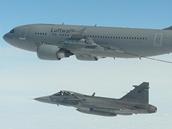 Gripeny doplňovaly palivo za letu z německého tankeru A310.