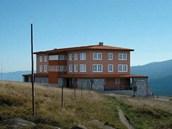 Studie nové horské chaty, kterou by firma Snowy Chalet chtěla postavit na místě
