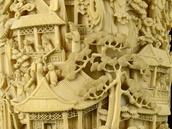 Slonovinová váza z období čínské dynastie Qing, 1735-1799 (detail)
