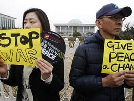 Dejte šanci míru. Někteří obyvatelé jihokorejského Soulu se rozhodli