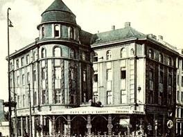 Hotel Palace v centru Ostravy v roce 1929.