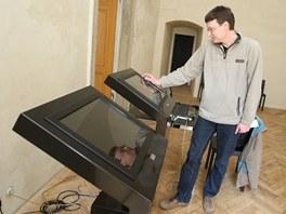 Návštěvníci zámku budou moci nově využívat dotykové displeje.