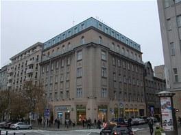 Rohová budova stojí na adrese Václavské náměstí 47 od roku 1880.