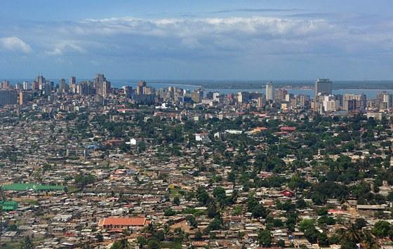 Pohled na část mosambické metropole Maputo