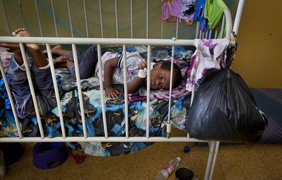 Dvě děti se spalničkami leží v nemocnici Benadir v somálském Mogadišu; 24.
