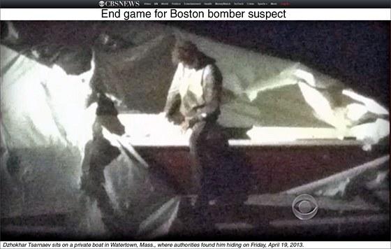 Televizní stanice CBS přinesla záběry Džochara Carnajeva, jak vylézá ze svého