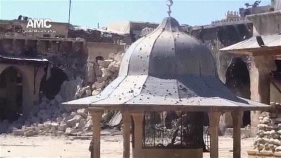 Syrská válka má další oběť, vzácný minaret v Aleppu