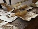 Listiny pocházející nejspíše z kanceláře středověké Kadaně kdosi vložil v