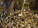 Stovky studentů Northeastern University slaví zadržení Džochara Carnajeva.
