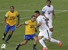 Exhibiční utkání mezi výběry Ronalda a Bebeta na znovuotevřeném legendárním brazilském stadionu Maracaná.