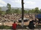 Zemětřesení v Číně si vyžádalo nejměné sto mrtvých a tisíce zraněných (20.