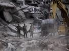 Záchranáři napočítali už 324 zemřelých po pádu budovy v bangladéšské metropoli