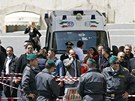Italsk� policie zadr�ela mu�e, kter� st��lel p�ed kancel��� premi�ra (28. dubna