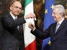 Nov� italsk� premi�r Enrico Letta zvon�n�m na st��brn� zvonek symbolicky