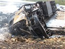 Z kamionu po po��ru mnoho nez�stalo. (23. dubna 2013)