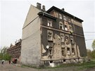 Jediný dům číslo 8 je obyvatelný, ostatní jsou zcela zdevastované. (29. dubna
