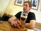 Pivo si Roman Bernat teď dá s kamarády rád, protože při své hokejové kariéře se mu kvůli životosprávě vyhýbal. Z Masných krámů jel zpátky domů do Soběslavi autem, takže si dal jen nealkoholické.