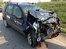 Nehoda dvou aut a autobusu pln�ho d�t� u Nov� Vsi na M�lnicku. (22. dubna 2013)