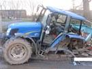 Traktor po nehod� p�i�l o zadn� kolo.