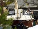 FBI zkoumá loď, do které se mladý Čečenec ukryl před policií.