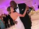 Michael Jordan a Yvette Prietová při prvním manželském tanci