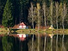 Ranní zrcadlení v rybníce Horní Peklo