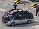Jihokorejci opou�t�j� pr�myslov� are�l Kesong v KLDR. V autech a n�kladn�ch