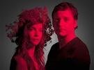 Hana Vagnerov� jako Hermie a David Pracha� v dvojroli Thesea/Oberona ve Snu