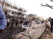 Francouzská ambasáda v Libyi po úterním bombovém útoku (23. dubna 2013)