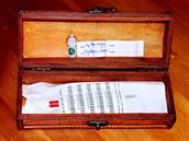 Tuhle krabičku s čipem předali ostravskému primátorovi loni v dubnu zástupci petičního výboru proti plošnému čipování psů.