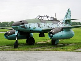 Historick� Messerschmitt Me 262 v cvi�n� dvoum�stn� verzi je sou��st� sb�rek