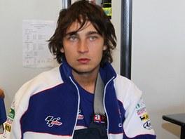 Zraněný Karel Abraham po pádu v kvalifikaci na Velkou cenu USA v Austinu.