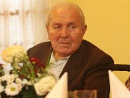 Oslavenec Vil�m Kal�ek z Nov�ho Ji��na oslavil 102 let..