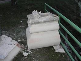 Opilý šofér narazil v Hnanicích na Znojemsku do sochy sv. Jana Nepomuckého