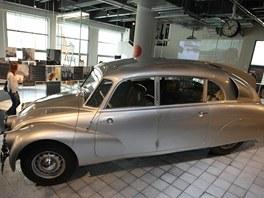 Tatra 87 cestovatelů Jiří Hanzelky a Miroslava Zikmunda.