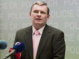 Šéf protikorupční policie Tomáš Martinec (vlevo) rezignuje k 15. květnu na svou