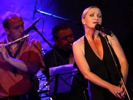 Bára Basiková - Královny popu 2009: unplugged & glamour