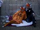Předání královského žezla oslavuje v ulicích nizozemských měst statisíce lidí