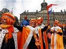Oranžová party před Královským palácem v Amsterodamu (30. dubna 2013)