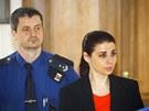 Policisté přivezli Kateřinu Pancovou ke Krajskému soudu v Praze. (30. dubna
