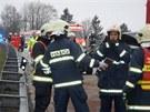 Nehoda dodávky a osobního auta si vyžádala sedm zraněných.