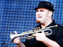 První kapelou, která rozpumpovala publikum, byl ska band Sto zvířat.