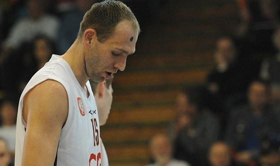 Jakub Houška, kapitán děčínských basketbalistů, zklamaný po vyřazení týmu v
